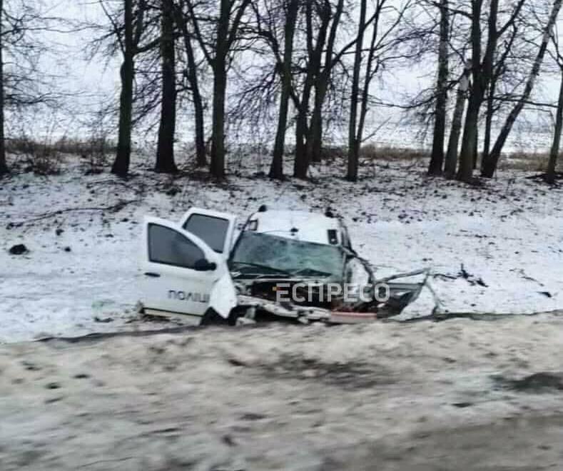В Сумской области полицейское авто столкнулось с грузовиком
