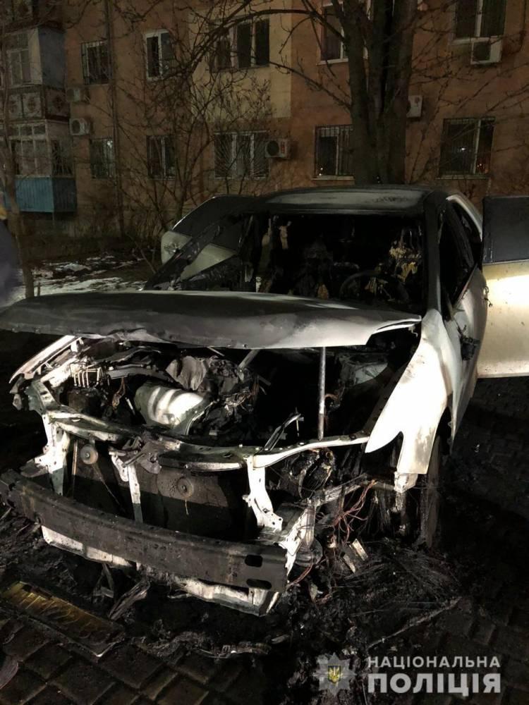 Замдиректору Черноморского порта сожгли два автомобиля