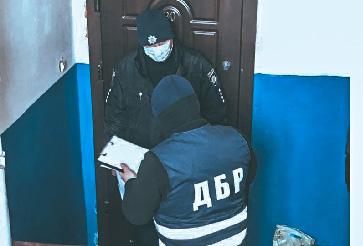 В Сумской области участковый требовал взятку у местного жителя, разыскиваемого Интерполом