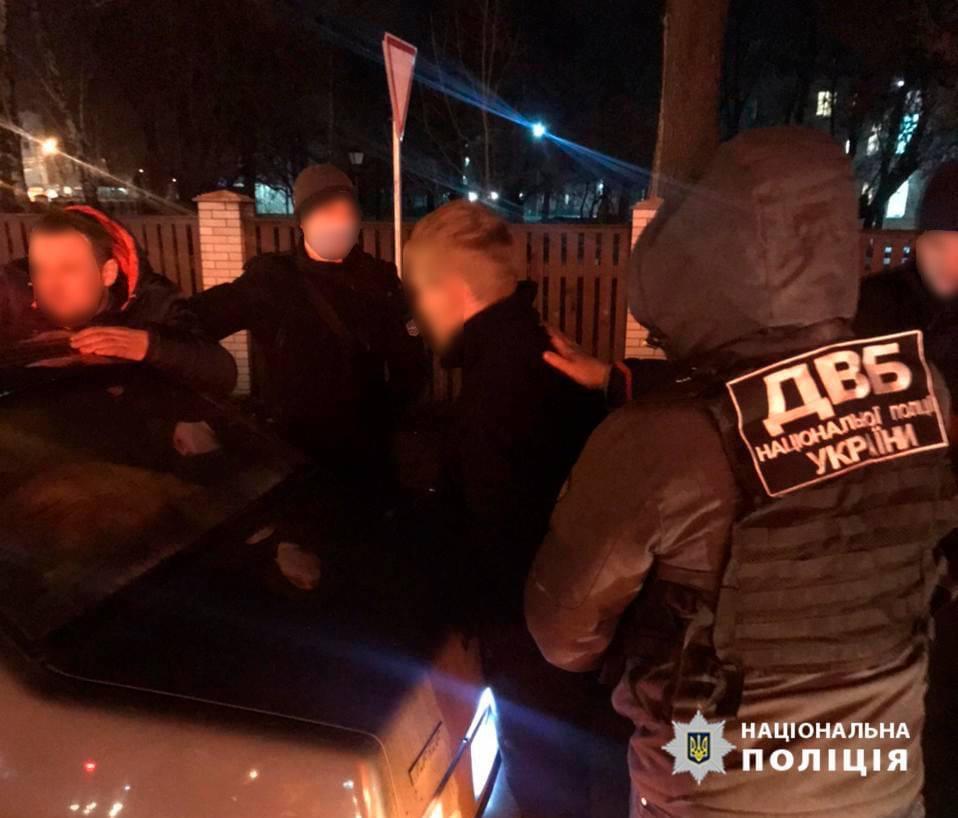 Двух полицейских в Нежине уличили в сбыте наркотиков