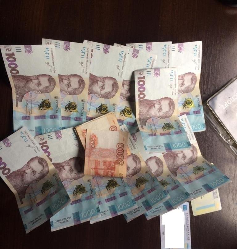 В Донецкой области украинец предлагал взятку налоговикам на контрольном пункте
