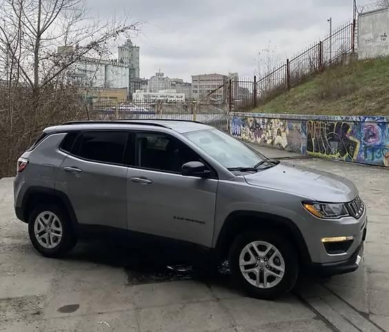 Топ-чиновник «Укрзализныци» купил Jeep за 320 тысяч гривен