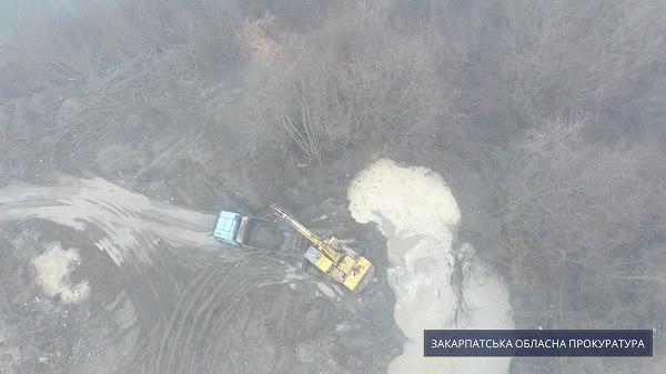 На Закарпатье под видом очистки русла незаконно добывали гравий