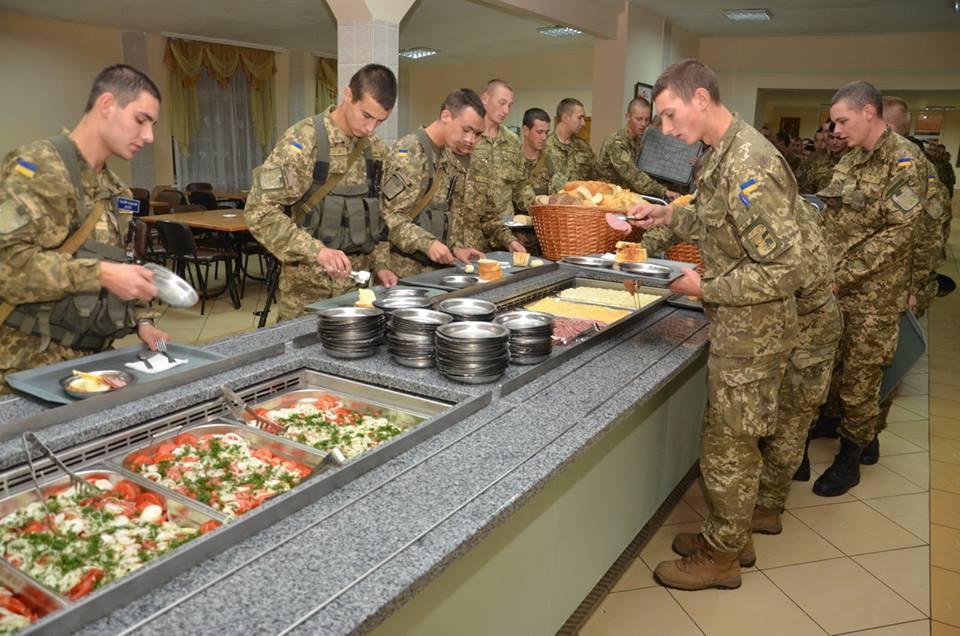 Минобороны отдало  подряды по питанию солдат на 3,1 млрд гривен в руки одной компании