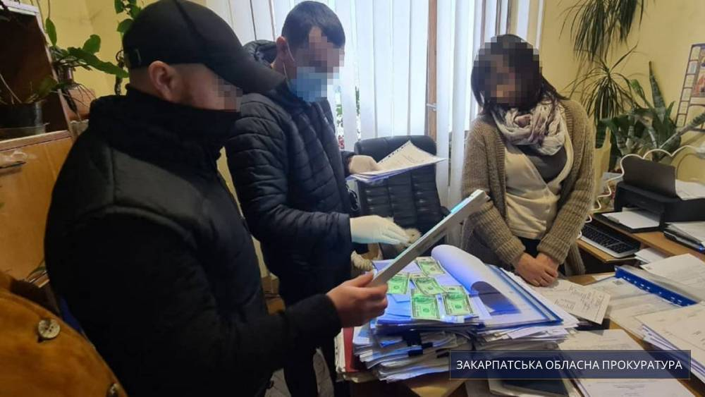 В Сваляве на взятке поймали чиновника местной райадминистрации
