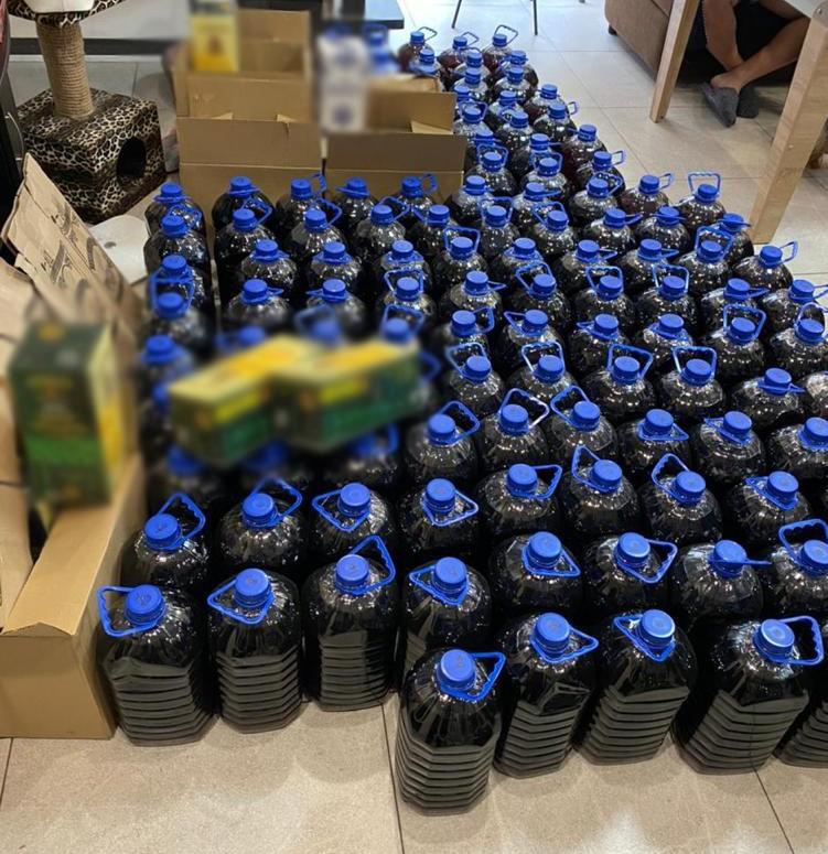 В Киеве на территории госпредприятия действовало подпольное производство алкоголя