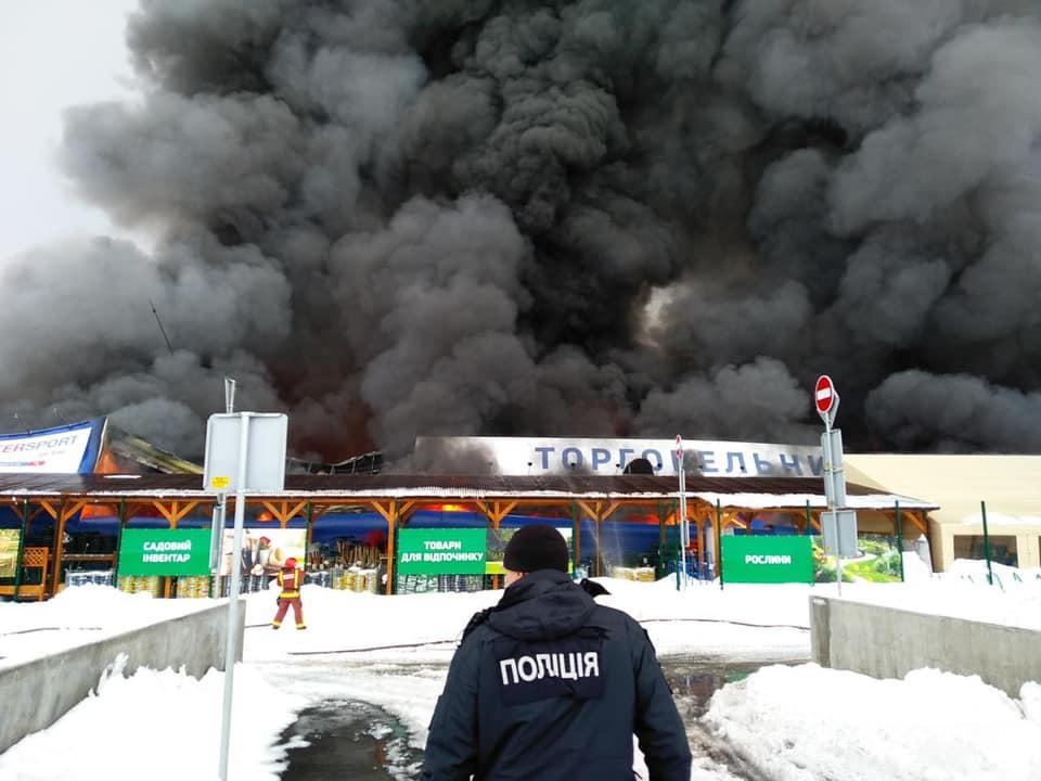 В Первомайске мужчина с топором сжег гипермаркет «Эпицентр»