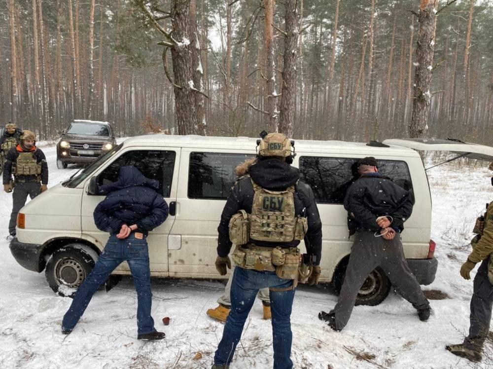 В Киеве бывшие правоохранители  сбывали огнестрельное оружие и боеприпасы