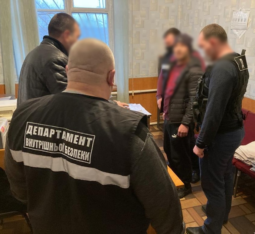 В Орехове задержали двух жителей за нападение на полицейского и предоставление взятки