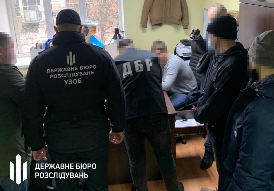 В Харькове адвокат предлагал взятку следователю ГБР