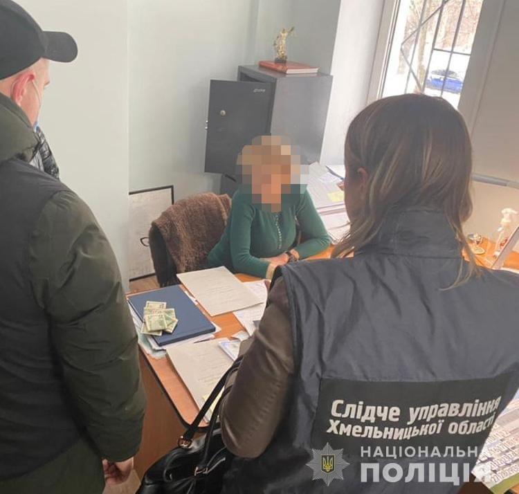 В Хмельницкой области нотариус вымогал взятку у клиента