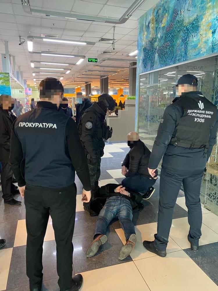 В Харькове двое адвокатов обещали помочь с трудоустройством в ГБР за 15 тысяч долларов