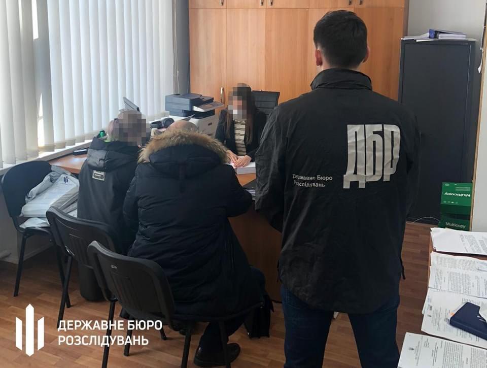 Группа из числа действующих и бывших налоговиков незаконно вывела из госбюджета более 3 млн гривен налогов
