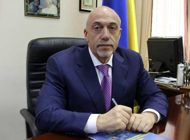 Директор института судебных экспертиз предоставил фальшивое удостоверение для получения статуса УБД