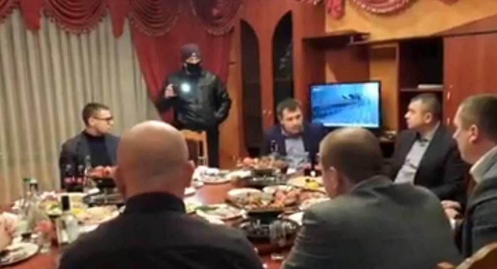 Глава полиции Винницкой области собрал офицеров на застолье в детском лагере