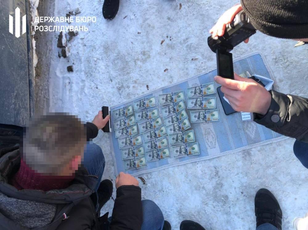 Двоих черновицких пограничников уличили в помощи контрабандистам