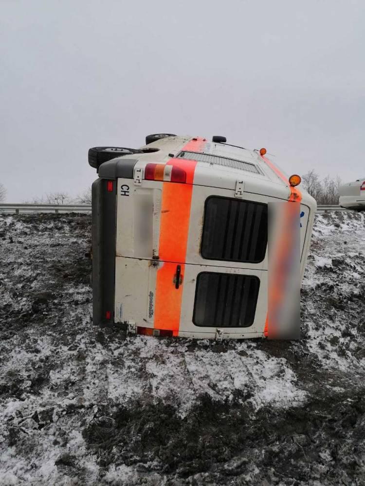 В Сумской области водитель скорой попал в аварию