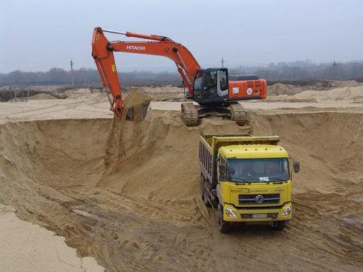 В Киеве незаконно намытый песок, который продавал экс-депутат, передали АРМА