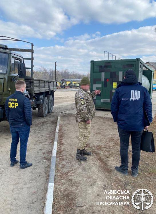 Офицер Международного центра миротворчества и безопасности торговал краденным топливом