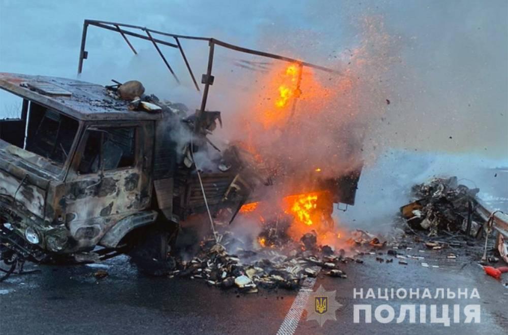 В Хмельницкой области военный грузовик врезался в легковое авто