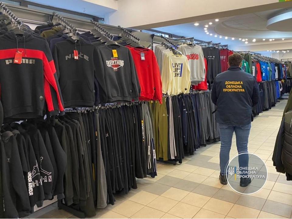 В Донецкой области разоблачили торговую сеть, в которой торговали одеждой под видом известных марок