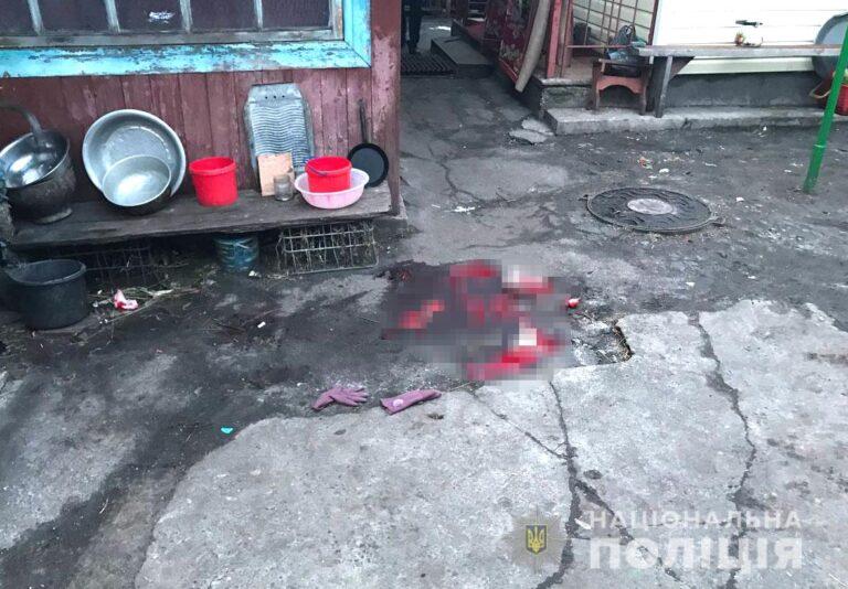 В пригороде Сарны подросток убил топором почтальона