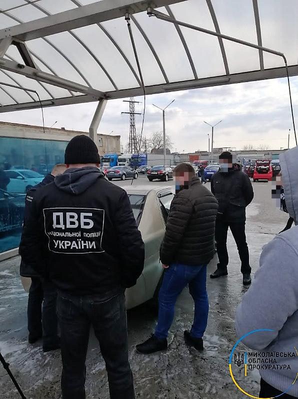В Николаеве полицейский шантажировал коллегу