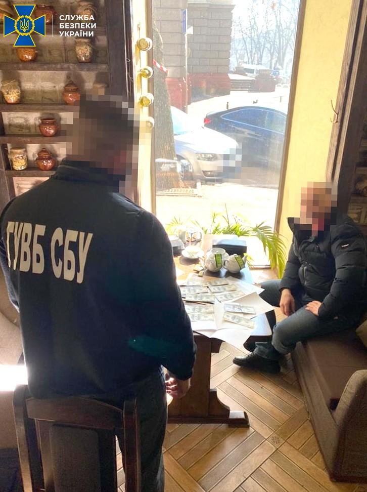 Во Львове офицеру СБУ предлагали взятку