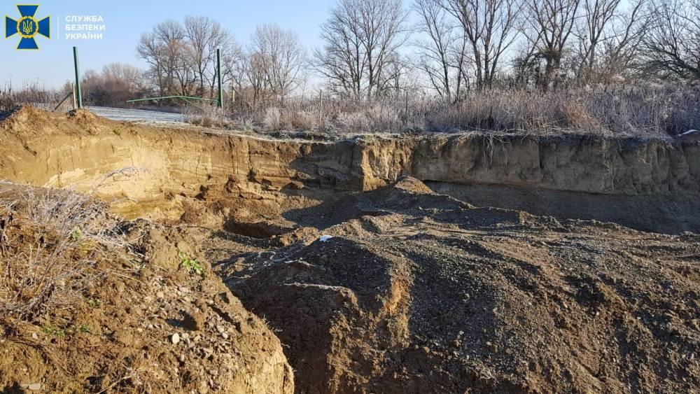 В Закарпатской области бизнесмен незаконно добывал песок на берегах реки Уж