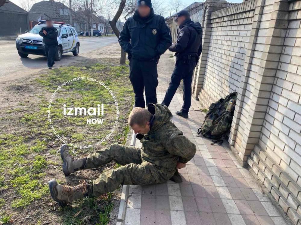 В Измаиле по улице шел пьяный пограничник с пистолетом