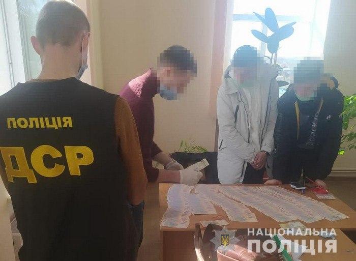 В Сумской области начальника управления горсовета поймали на взятке в 90 тысяч гривен