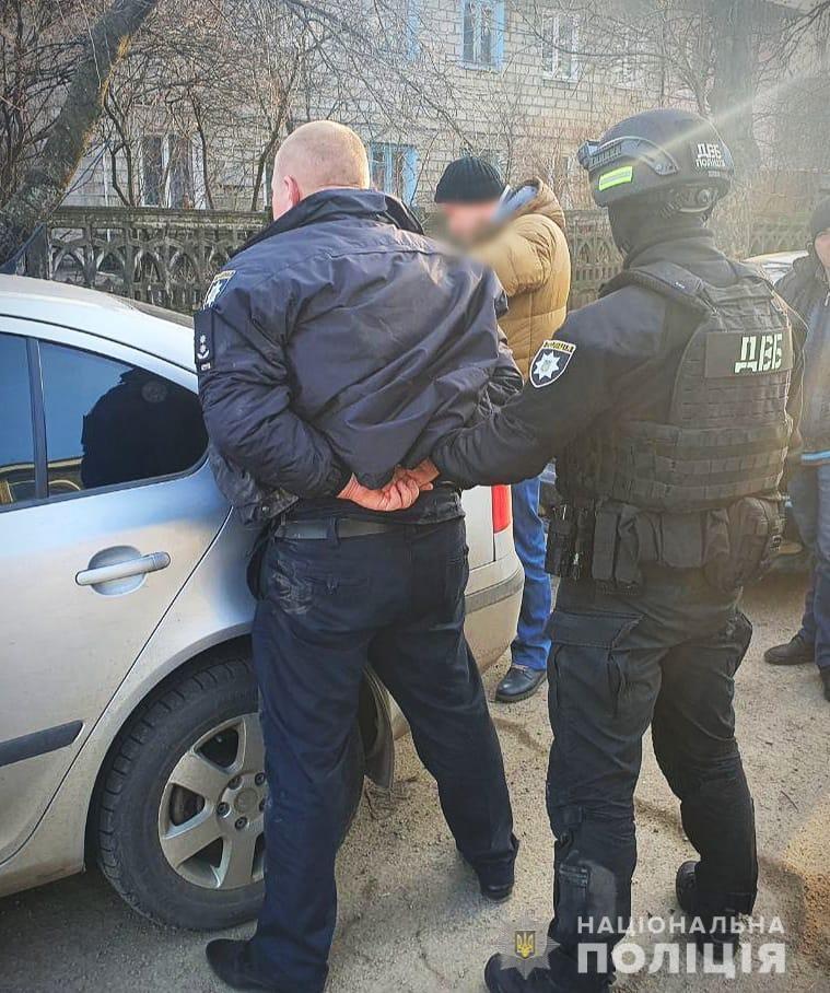 В Каменском полицейский организовал сбор взяток у предпринимателей