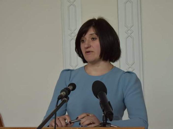 Глава управления транспорта Волынской ОГА, вымогавшая взятку, официально живет в ковельском селе