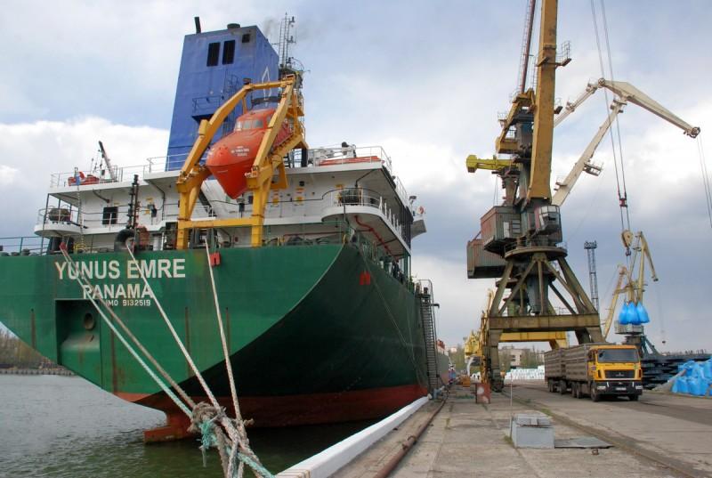 Азовский судоремонтный завод начал процедуру банкротства и увольняет сотрудников