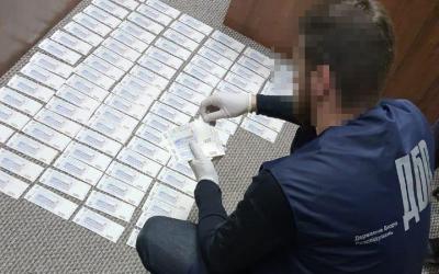 Тернопольский налоговик вымогал взятку в 1 млн гривен