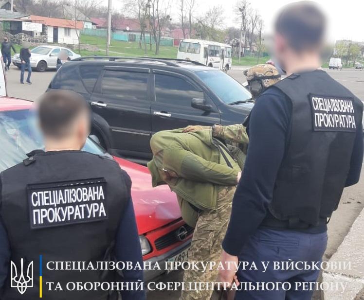 В Лысянке на взятке задержали заместителя военкома