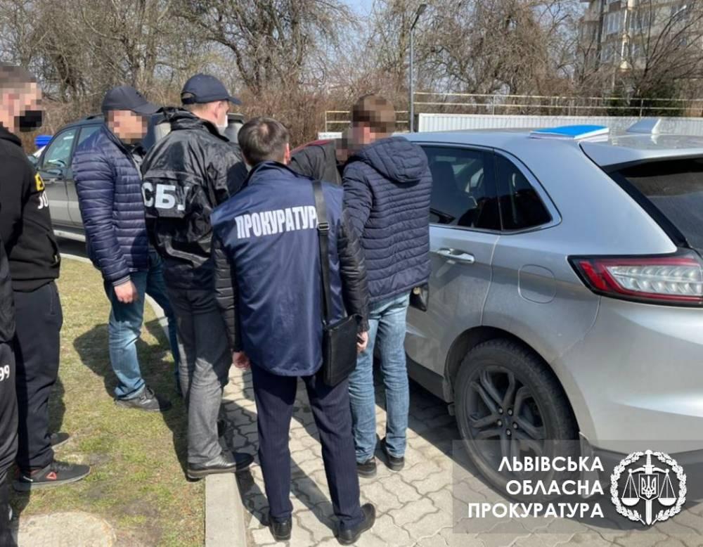 Во Львовской области на взятке поймали чиновника Госводагентства