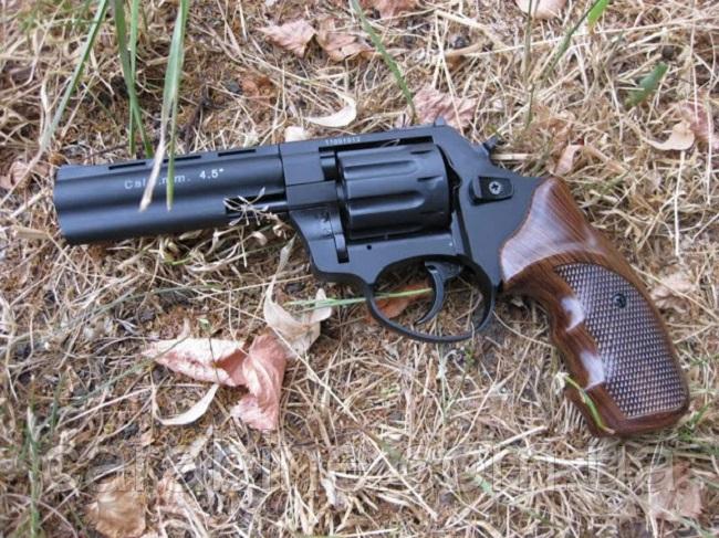 В Житомире мужчина дважды выстрелил в себя из пистолета