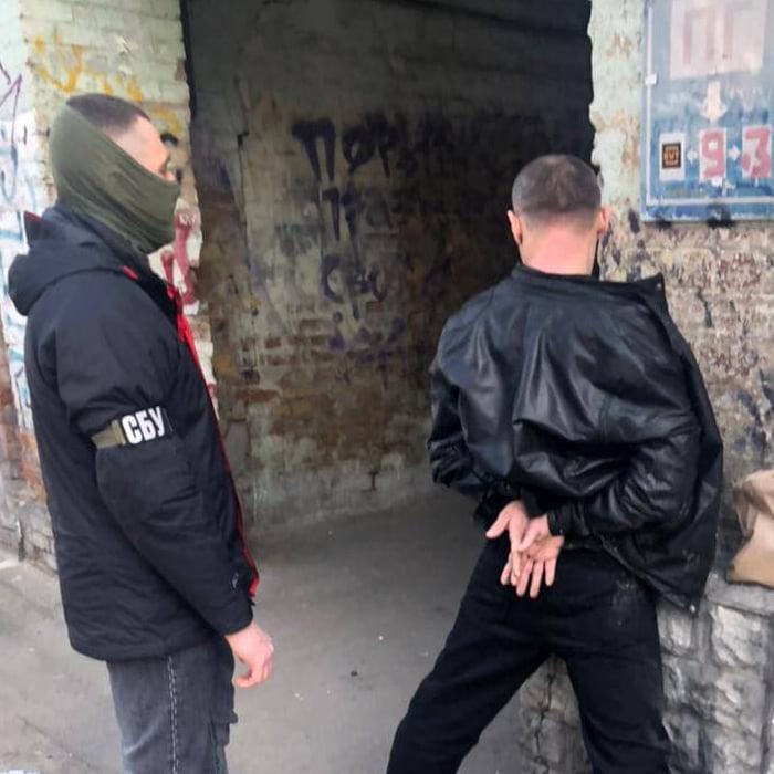 В Киеве полицейский вымогал две тысячи долларов за возврат авто