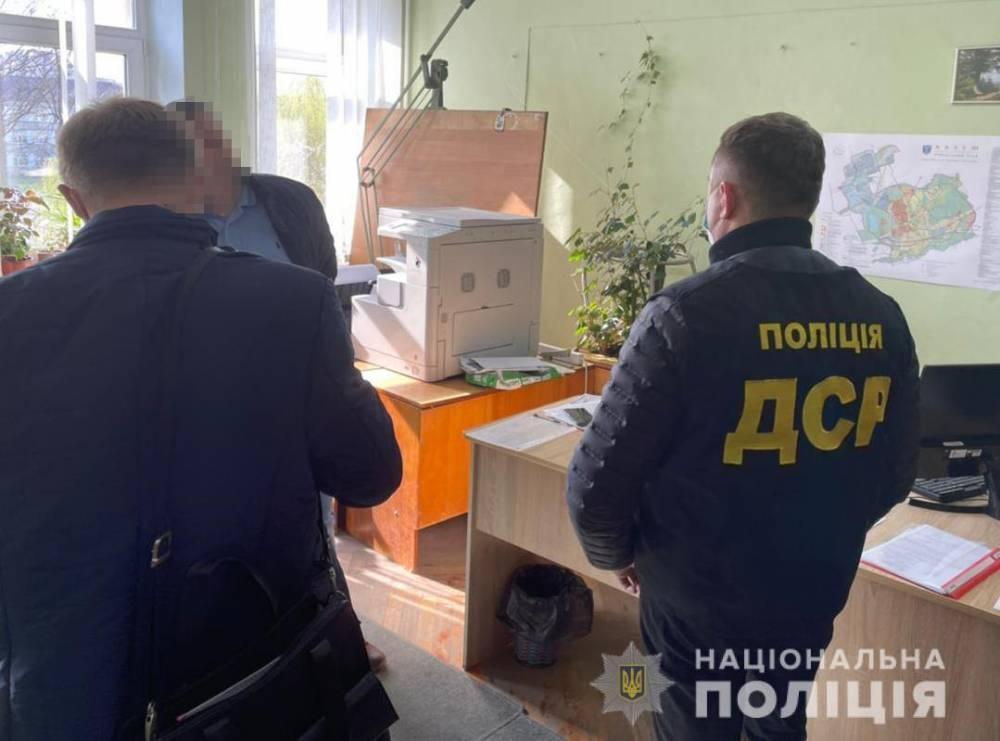 В Калуше на взятке поймали чиновника горсовета