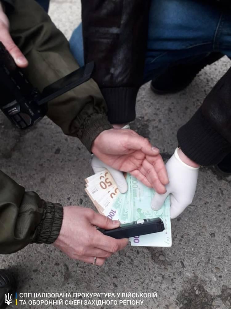 В Черновицкой области пограничник попался на взятке