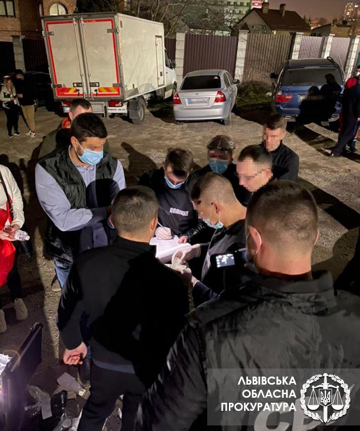 Во Львове за подстрекательство к даче взятки поймали адвоката