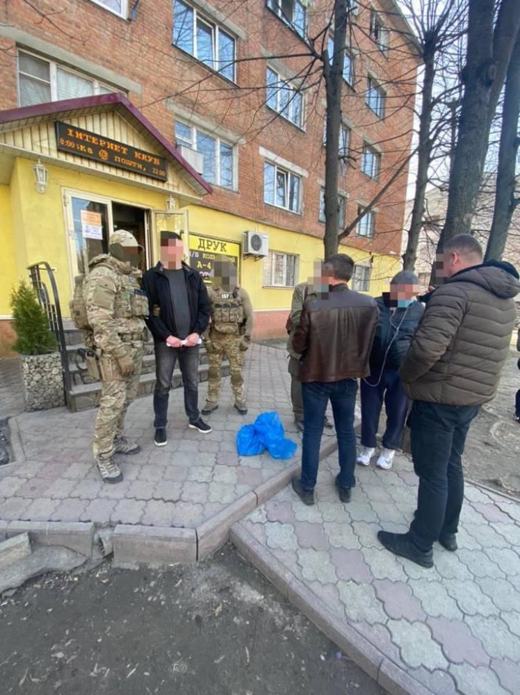 В Киеве задержали торговца, занимавшегося контрабандой деталей оружия из США