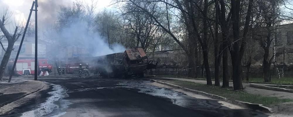 В Рубежном взорвался армейский бензовоз