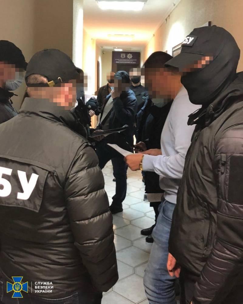 В Ивано-Франковске двух офицеров киберполиции поймали на взятке в 150 тысяч гривен