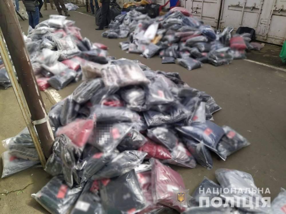В Одесской области незаконно изготавливали одежду с логотипами известных брендов