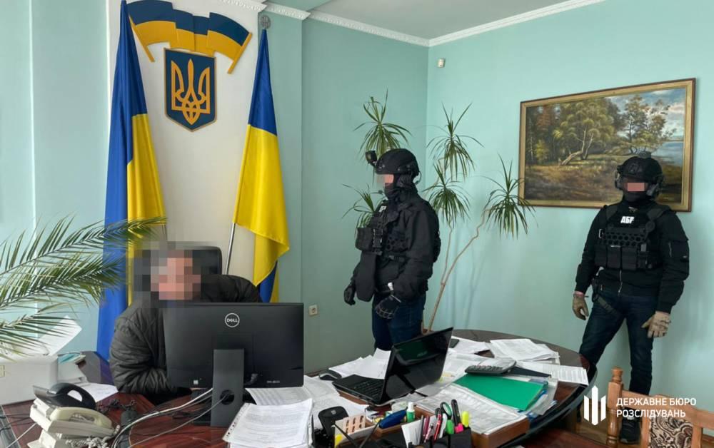 В Винницкой области на взятке в 50 тысяч гривен поймали налоговика