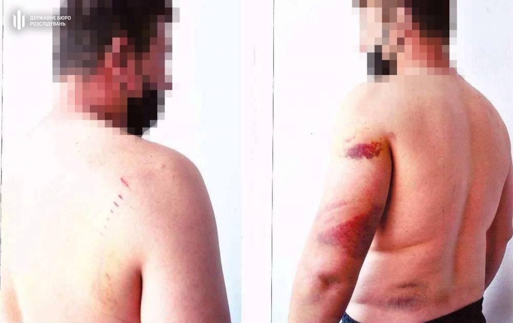 В Херсонской области полицейский избивал задержанных в служебном кабинете