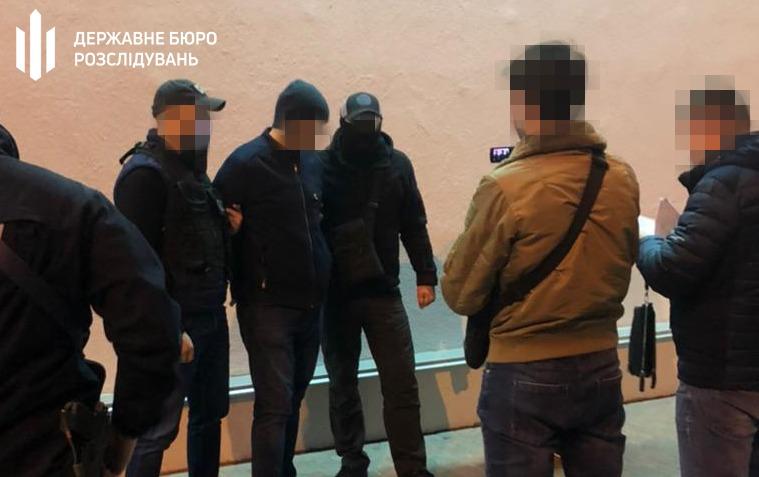В Киеве на взятке поймали чиновника миграционной службы