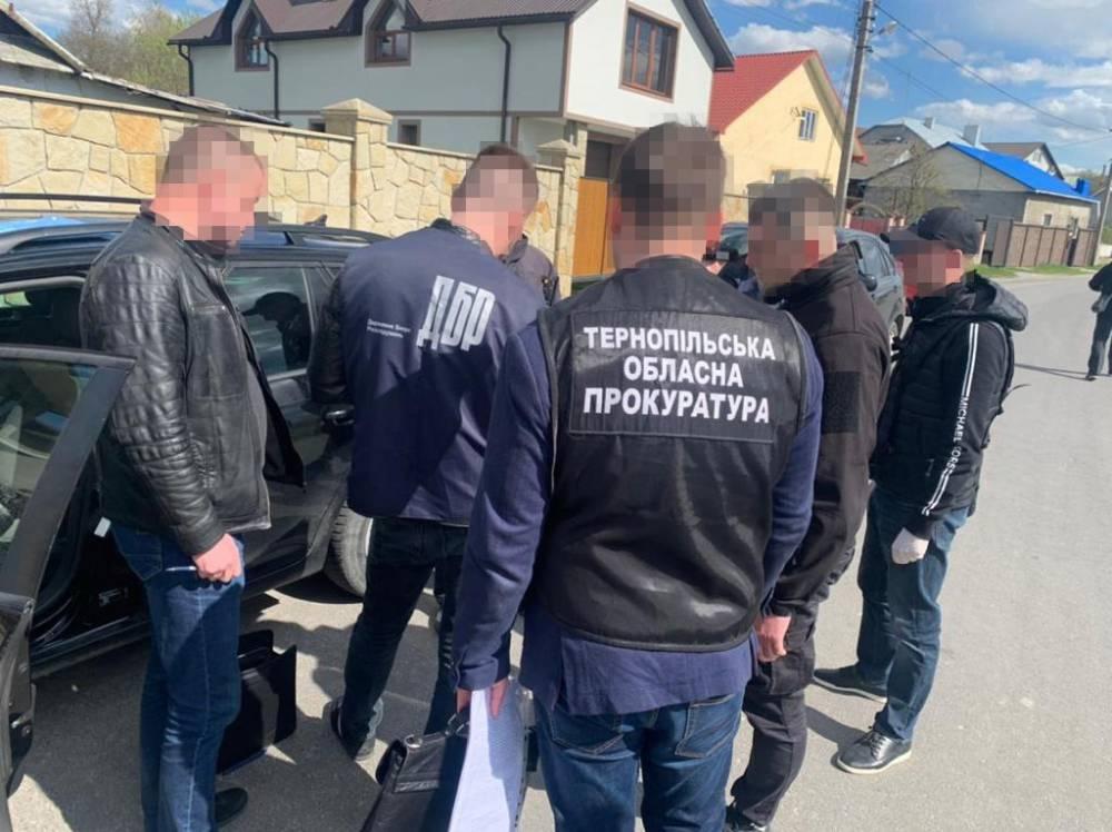 В Тернопольской области полицейский получил от пьяного водителя 20 тысяч гривен